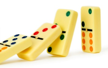 This image has an empty alt attribute; its file name is domino.jpg